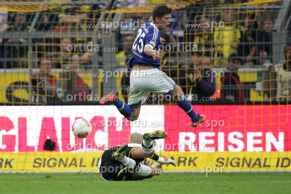20.10.2012, Signal Iduna Park, Dortmund, GER, 1. FBL, Borussia Dortmund vs Schalke 04, 8. Runde, im Bild Roman WEIDENFELLER (Torwart Borussia Dortmund - BVB - 1) klaert gegen Klaas Jan HUNTELAAR (Schalke 04 - 25) // during the German Bundesliga 8th round match between Borussia Dortmund and Schalke 04 at the Signal Iduna Park, Dortmund, Germany on 2012/10/20. EXPA Pictures © 2012, PhotoCredit: EXPA/ Eibner/ Ben Majerus..***** ATTENTION - OUT OF GER *****