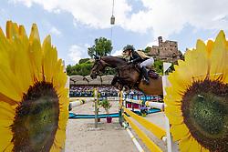 ANDREASEN Zascha Nygaard (DEN), Caprice 503<br /> Nörten-Hardenberg - Burgturnier 2018<br /> Preis der Hardenberg Distillery & des Glaswerkes Ernstthal<br /> Großer Preis um die Goldene Peitsche<br /> Internationale Springprüfung mit Stechen (1,60 m)<br /> Übergabe eines Mitsubishi Siegerfahrzeugs durch MITSUBISHI MOTORS in Deutschland<br /> 19. Mai 2019<br /> © www.sportfotos-lafrentz.de/Stefan Lafrentz
