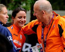 29-07-2012 WIELRENNEN: OLYMPISCHE SPELEN 2012 WEGWEDSTRJD VROUWEN: LONDEN<br /> Marianne Vos pak op meer dan indrukwekkende wijze de olympische titel in de wegwedstrijd. GOUD! en Coach Johan Lammerts<br /> ©2012-FotoHoogendoorn.nl
