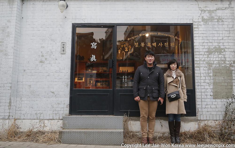 A couple in Samcheongdong, Seoul. / Lee Jae-Won