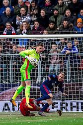 28-01-2018 NED: FC Utrecht - AFC Ajax, Utrecht<br /> David Jensen #1 of FC Utrecht, Donny van de Beek #6 of Ajax