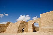 Stadtbefestigug, archäologische Ausgrabungsstätte Avdat, Negev, Israel.|.city Wall, archaeological site Avdat, Negev, Israel.