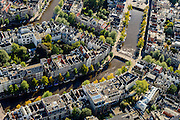 Nederland, Noord-Holland, Amsterdam, 27-09-2015; Grachtengordel met Keizergracht en Herengracht, de dwarsgracht rechst is de Leidsegracht.<br /> Crossing canals in Amsterdam belt of canals.<br /> <br /> luchtfoto (toeslag op standard tarieven);<br /> aerial photo (additional fee required);<br /> copyright foto/photo Siebe Swart