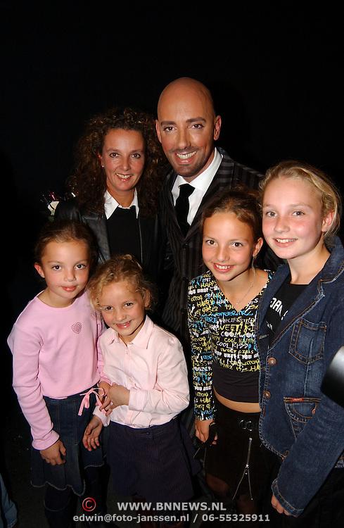 Presentatie sieradenlijn Maik de Boer, met nichtjes en zus