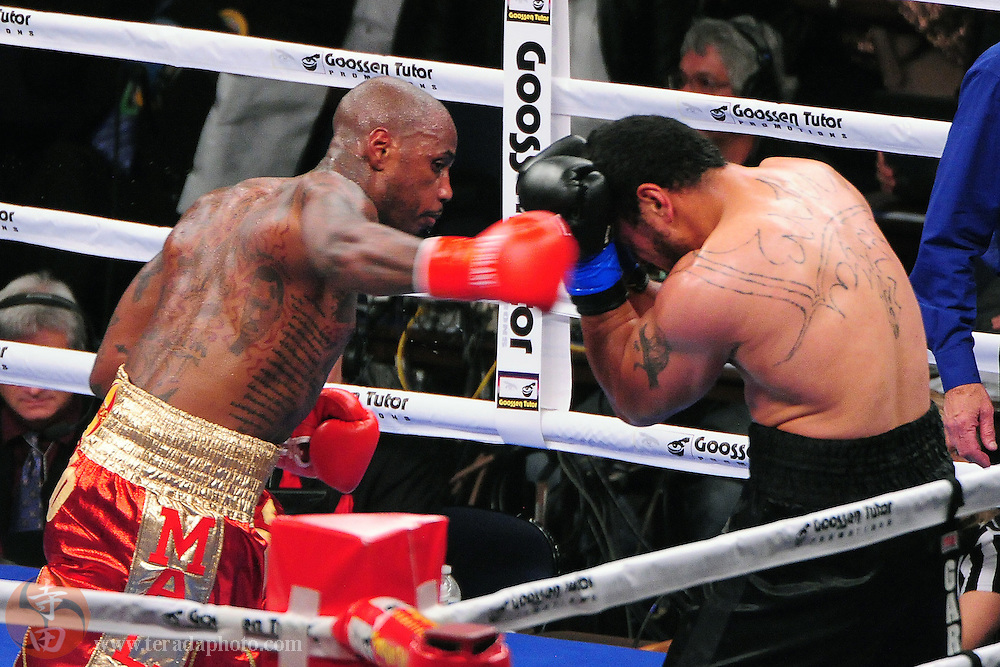 September 8, 2012; Oakland, CA, USA; Malik Scott (red gloves) fights Bowie Tupou (blue gloves) during the heavyweight bout at ORACLE Arena.