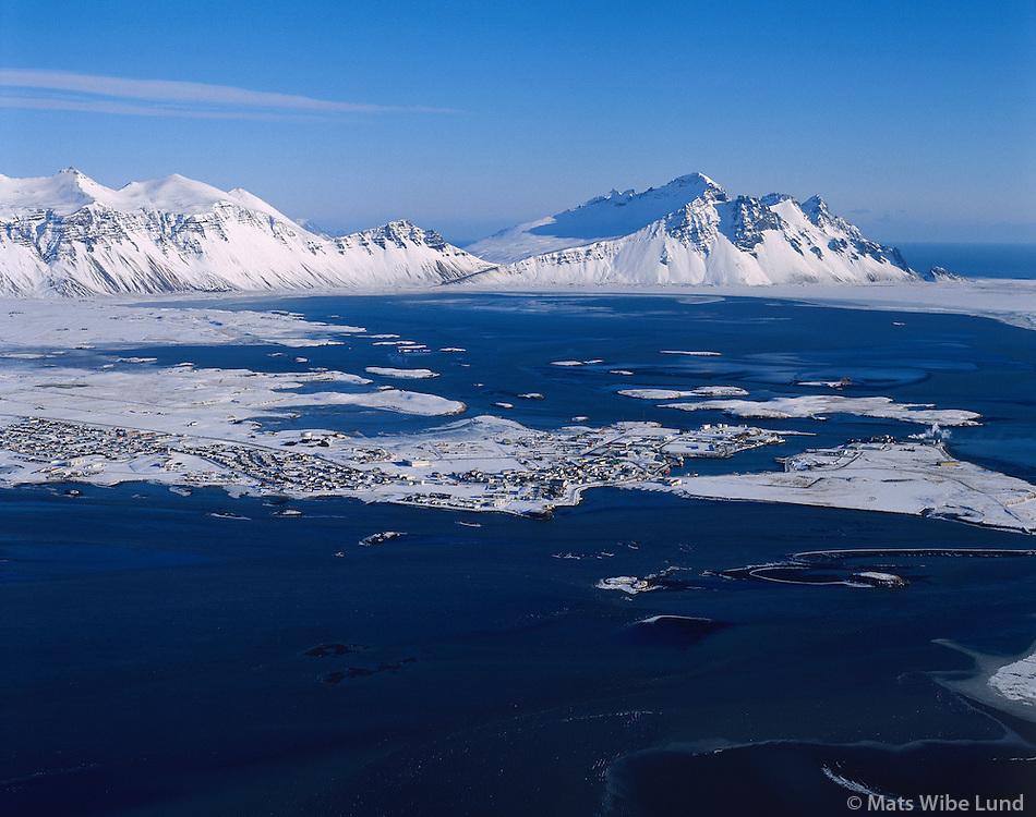 Höfn, Hornafjörður, séð til austurs /..Hofn in Hornafjordur viewing east.