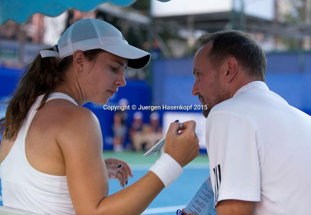 Stefanie Voegele (SUI) und Trainer Ivo Werner<br /> <br /> Tennis - PTT Thailand Open 2015 - WTA -  Dusit Thani Hotel - Pattaya - Chonburi - Thailand  - 9 February 2015.