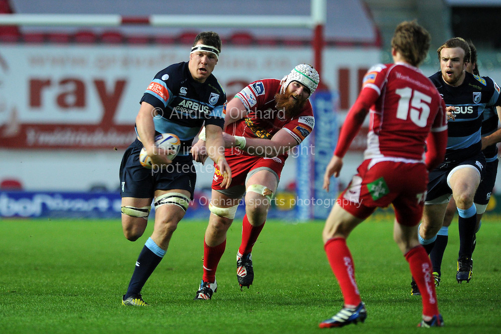 Robin Copeland of the Cardiff Blues breaks away from Jake Ball of the Scarlets . Rabodirect Pro12 rugby union match, Scarlets v Cardiff Blues at Parc y Scarlets in Llanelli, South Wales on Sat 10th May 2014.<br /> pic by Andrew Orchard, Andrew Orchard sports photography.