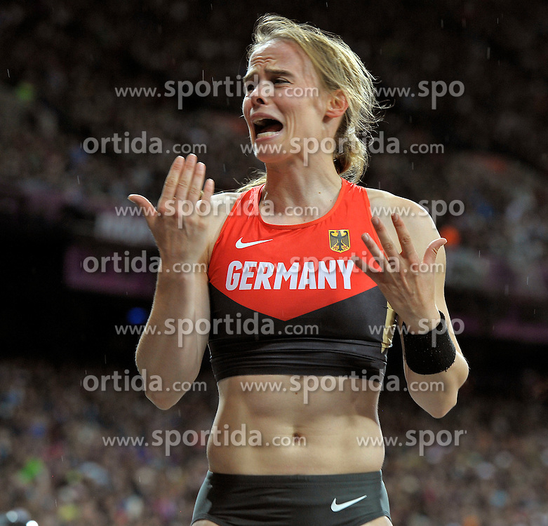 Aug. 6, 2012 - London, England, United Kingdom - Silke Spiegelburg (GER) (GER) in the Women's Pole Vault in Athletics in the London Olympics 2012 on August 06,2012 in London, United Kingdom.© pixathlon