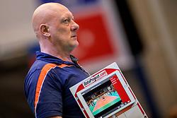 01-04-2017 NED:  CEV U18 Europees Kampioenschap vrouwen dag 1, Arnhem<br /> Nederland - Bulgarije verliest met 1-3 / Coach/trainer Julien van de Vyver