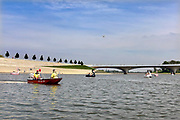 Nederland, the netherlands, Nijmegen, 12-5-2018Op de Spiegelwaal bij Nijmegen vindt in het kader van Nijmegen European Green Captial het NK waterfietsen plaats. Daabuiten kon er ook recreatief op waterfietsen getrapt worden die eruit zien als zwaam of flamingo. De reddingsbrigade te water hield een oogje in het zeil .Foto: Flip Franssen