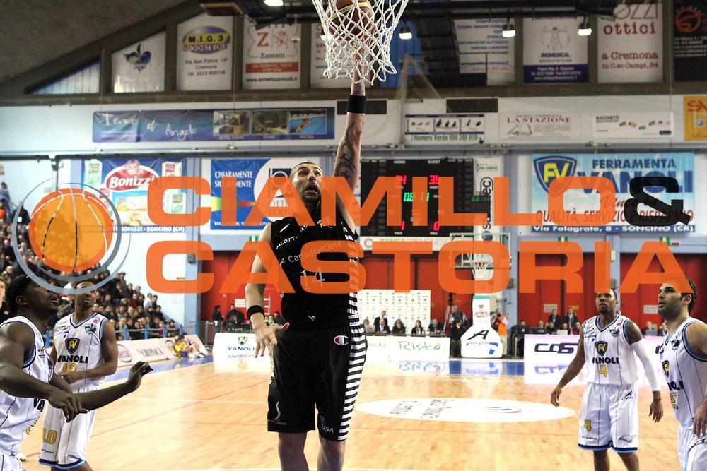 DESCRIZIONE : Cremona Lega A 2009-10 Vanoli Cremona Canadian Solar Bologna<br /> GIOCATORE : Michele Maggioli<br /> SQUADRA : Canadian Solar Bologna<br /> EVENTO : Campionato Lega A 2009 2010 <br /> GARA : Vanoli Cremona Canadian Solar Bologna<br /> DATA : 03/01/2010 <br /> CATEGORIA : Tiro<br /> SPORT : Pallacanestro <br /> AUTORE : Agenzia Ciamillo-Castoria/D.Vigni<br /> Galleria : Lega Basket A 2009-2010 <br /> Fotonotizia : Cremona Campionato Italiano Lega A 2009-2010 Vanoli Cremona Canadian Solar Bologna<br /> Predefinita :