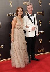 Helen Matsos, Bill Nye bei der Ankunft zur Verleihung der Creative Arts Emmy Awards in Los Angeles / 110916 <br /> <br /> *** Arrivals at the Creative Arts Emmy Awards in Los Angeles, September 11, 2016 ***