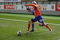 ÅLESUND 20110212. Aalesunds Jonathan Parr runder en Høddspiller under treningskampen i fotball mellom Aalesund og Hødd på Color Line Stadion i Ålesund lørdag ettermiddag.<br /> Foto: Svein Ove Ekornesvåg