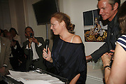 Stella McCartney, PETA's Humanitarian Awards, Stella McCartney, Bruton Street, London, W1. 28 June 2006. ONE TIME USE ONLY - DO NOT ARCHIVE  © Copyright Photograph by Dafydd Jones 66 Stockwell Park Rd. London SW9 0DA Tel 020 7733 0108 www.dafjones.com