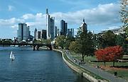 Deutschland, Germany,Hessen.Frankfurt, Main..Main, Skyline (Banken Hochhäuser).River Main, skyline (banks, highrise buildings)...