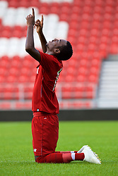 LIVERPOOL, ENGLAND - Tuesday, September 18, 2018: Liverpool's Rafael Camacho kneels to pray as he celebrates scoring the second goal during the UEFA Youth League Group C match between Liverpool FC and Paris Saint-Germain at Langtree Park. (Pic by David Rawcliffe/Propaganda)