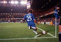 Gianfranco Zola  (Chelsea) takes a corner. Chelsea v St Gallen, UEFA Cup, 14/9/2000. Credit Colorsport / Stuart MacFarlane.
