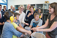 31 MAY 2018, HAMBURG/GERMANY:<br /> Anja Karliczek, CDU, Bundesministerin fuer Bildung und Forschung, Helmut Dosch, Vorsitzender des DESY-Direktoriums, und Katharina Fegebank, B90/Gruene, 2. Buergermeisterin Hamburg und Bildungssenatorin, (v.L.n.R.), schauen Schuelern bei einem pysikalischen Experiument zu, Besuch des Deutschen Elektronen-Synchrotons, DESY<br /> IMAGE: 20180531-01-083