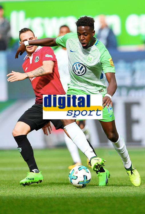 v.l. Marvin Bakalorz (Hannover), Divock Origi<br /> Wolfsburg, 09.09.2017, Fussball, Bundesliga, VfL Wolfsburg - Hannover 96<br /> <br /> Norway only