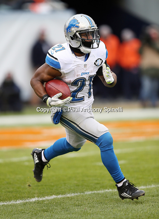 Detroit Lions rookie kick returner Ameer Abdullah (21) returns a third quarter kick during the NFL week 17 regular season football game against the Chicago Bears on Sunday, Jan. 3, 2016 in Chicago. The Lions won the game 24-20. (©Paul Anthony Spinelli)