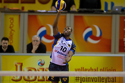 20-02-2015 NED: Landstede Volleybal - Peelpush, Almere<br /> Landstede verslaat in de halve finale Peelpush met 3-0 / Dursley Rimon #10 of Peelpush