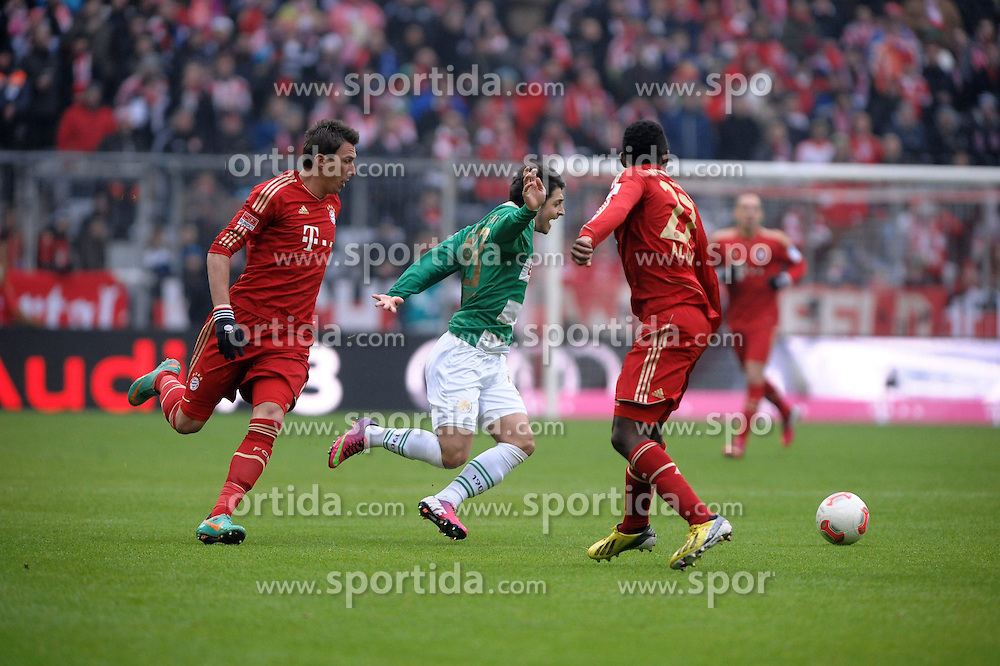 19.01.2013, Allianz Arena, Muenchen, GER, 1. FBL, FC Bayern Muenchen vs SpVgg Greuther Fuerth, 18. Runde, im Bild Matthias ZIMMERMANN (SpVgg Greuther Fuerth) wird von Mario MANDZUKIC (FC Bayern Muenchen) gefoult. Rechts David ALABA (FC Bayern Muenchen) // during the German Bundesliga 18th round match between FC Bayern Munich and SpVgg Greuther Fuerth at the Allianz Arena, Munich, Germany on 2013/01/19. EXPA Pictures © 2013, PhotoCredit: EXPA/ Eibner/ Wolfgang Stuetzle..***** ATTENTION - OUT OF GER *****