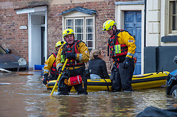 © Licensed to London News Pictures. 26/02/2020. Bewdley, UK. A woman in a small inflatable rescue boat is brought to safety in the village of Wribbenhall on the eastern side of the Severn in Bewdley. Photo credit: Peter Manning/LNP