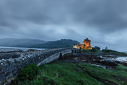 THEMENBILD - Blick auf das Eilean Donan Castle, bekannt aus den Hollywood Film Highlander, Loch Duich, Schottland, aufgenommen am 08. Juni 2015 // View of the Eilean Donan Castle, known from the Hollywood movie Highlander, Loch Duich, Scotland on 2015/06/08. EXPA Pictures © 2015, PhotoCredit: EXPA/ JFK
