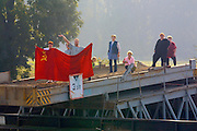 "Fans of the ""ancien régime"" greet the Katharina von Bora with a Communist flag from the left bank of the Elbe."