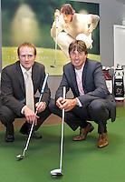 NUNSPEET - Golfer Robert-Jan Derksen en zijn puttcoach Paul Hurrion (links0 hebben donderdag The Academy op het Rijk geopend. FOTO KOEN SUYK