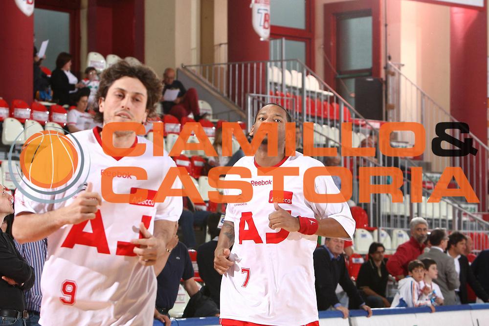 DESCRIZIONE : Teramo Lega A 2008-09 Playoff Quarti di finale Gara 1 Bancatercas Teramo Armani Jeans Milano<br /> GIOCATORE : Mike Hall<br /> SQUADRA :  Armani Jeans Milano<br /> EVENTO : Campionato Lega A 2008-2009 <br /> GARA : Bancatercas Teramo Armani Jeans Milano<br /> DATA : 18/05/2009<br /> CATEGORIA : Ritratto<br /> SPORT : Pallacanestro <br /> AUTORE : Agenzia Ciamillo-Castoria/C.De Massis