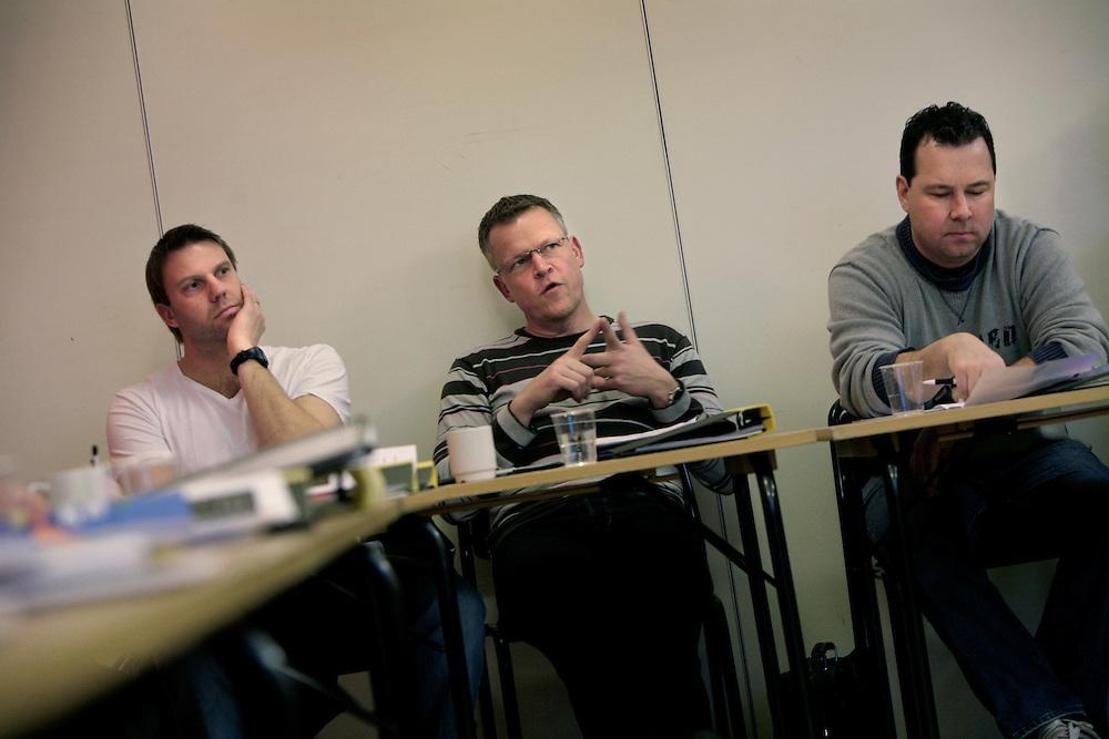 090121 Bosön, Lidingö. Pro-kurs för elittränare. I klassrummet, fr.v. Hans Eklund, Janne Andersson och Stefan Rehn. Foto: Markus Marcetic