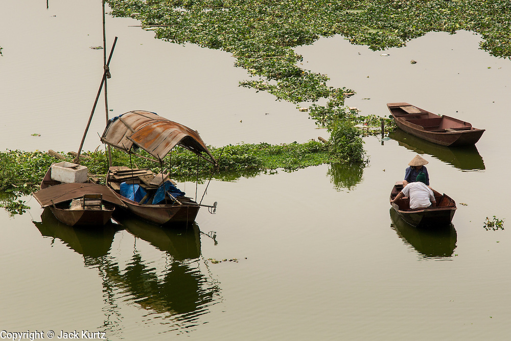02 APRIL 2012 - HANOI, VIETNAM:  Boats in the Red River in Hanoi, the capital of Vietnam.    PHOTO BY JACK KURTZ