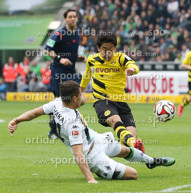 11.04.2015, Borussia Park, Moenchengladbach, GER, 1. FBL, Borussia Moenchengladbach vs Borussia Dortmund, 28. Runde, im Bild Granit Xhaka (Borussia Moenchengladbach #34) im Zweikampf gegen Shinji Kagawa (Borussia Dortmund #7) // 15054000 during the German Bundesliga 28th round match between Borussia Moenchengladbach and Borussia Dortmund at the Borussia Park in Moenchengladbach, Germany on 2015/04/11. EXPA Pictures &copy; 2015, PhotoCredit: EXPA/ Eibner-Pressefoto/ Sch&uuml;ler<br /> <br /> *****ATTENTION - OUT of GER*****