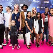 NLD/Ede/20140615 - Premiere film Heksen bestaan niet, groepsfoto cast