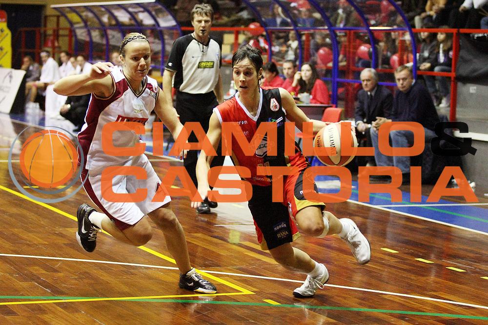 DESCRIZIONE : Cinisello Balsamo LBF Bracco Geas Sesto San Giovanni Umana Venezia<br /> GIOCATORE : Nura Martinez<br /> SQUADRA : Bracco Geas Sesto San Giovanni<br /> EVENTO : Campionato Lega Basket Femminile A1 2009-2010<br /> GARA : Bracco Geas Sesto San Giovanni Umana Venezia<br /> DATA : 17/10/2009 <br /> CATEGORIA : Palleggio<br /> SPORT : Pallacanestro <br /> AUTORE : Agenzia Ciamillo-Castoria/G.Cottini<br /> Galleria : Lega Basket Femminile 2009-2010<br /> Fotonotizia : Cinisello Balsamo LBF Bracco Geas Sesto San Giovanni Umana Venezia<br /> Predefinita :