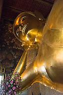 Thailand. Bangkok. Wat Pra Keo Buddhist temple Temple of the reclining Bouddha / le temple bouddhiste du Wat Pra Keo, Temple du Bouddha couché