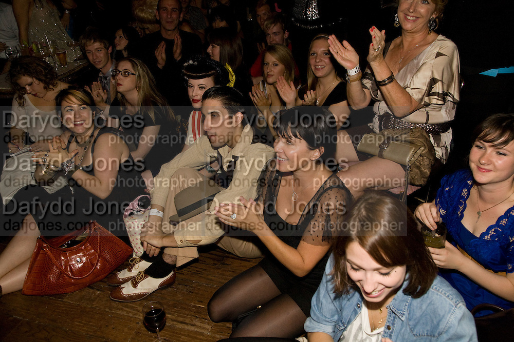 SADIE FROST IN FRONT WATCHING FILM, The Town That Boars Me launch. Beach Blanket Babylon. Ledbury Rd. London. 27 August 2008 *** Local Caption *** -DO NOT ARCHIVE-© Copyright Photograph by Dafydd Jones. 248 Clapham Rd. London SW9 0PZ. Tel 0207 820 0771. www.dafjones.com.