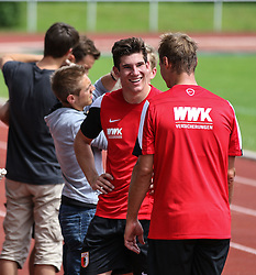 29.06.2015, Ernst-Lehner-Stadion, Augsburg, GER, 1. FBL, FC Augsburg, Trainigsauftakt, Laktat-Test, im Bild Trohueter im Gespraech: Neuzugang Yannik Oettl (Torwart FC Augsburg, li.) mit Alexander Manninger (Torwart FC Augsburg #1) // during a traning session of German 1st Bundeliga Club FC Augsburg at the Ernst-Lehner-Stadion in Augsburg, Germany on 2015/06/29. EXPA Pictures © 2015, PhotoCredit: EXPA/ Eibner-Pressefoto/ Krieger<br /> <br /> *****ATTENTION - OUT of GER*****