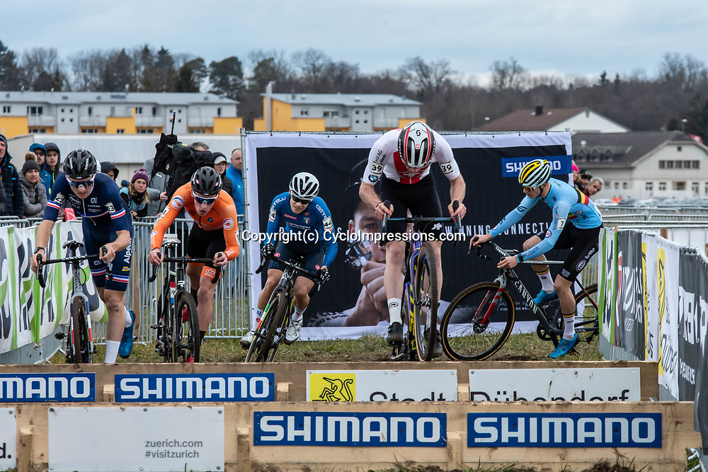 20190201: UCI CX Worlds : Dübendorf: Kevin Kuhn as one ot the few jumping the hurdles