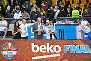 DESCRIZIONE : Final Eight Coppa Italia 2015 Finale Olimpia EA7 Emporio Armani Milano - Dinamo Banco di Sardegna Sassari <br /> GIOCATORE : David Logan MVP Jeff Brooks<br /> CATEGORIA : Ritratto Esultanza Curiosità <br /> SQUADRA : Banco di Sardegna Sassari<br /> EVENTO : Final Eight Coppa Italia 2015 <br /> GARA : Olimpia EA7 Emporio Armani Milano - Dinamo Banco di Sardegna Sassari <br /> DATA : 22/02/2015 <br /> SPORT : Pallacanestro <br /> AUTORE : Agenzia Ciamillo-Castoria/C.Atzori