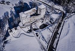 THEMENBILD - die Burg Kaprun bei Sonnenschein im Winterkleid mit seiner Landschaft, aufgenommen am 16. Januar 2019 in Kaprun, Oesterreich // the castle Kaprun in sunshine in the winter landscape in Kaprun, Austria on 2019/01/15. EXPA Pictures © 2019, PhotoCredit: EXPA/ JFK
