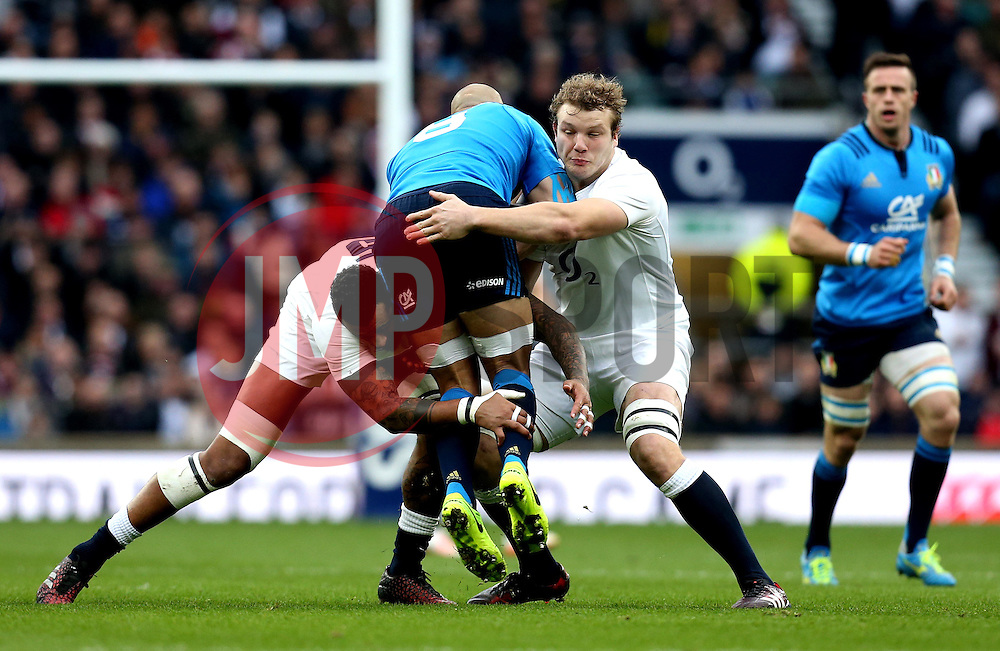 Joe Launchbury of England and Courtney Lawes of England tackle Sergio Parisse of Italy - Mandatory by-line: Robbie Stephenson/JMP - 26/02/2017 - RUGBY - Twickenham Stadium - London, England - England v Italy - RBS 6 Nations round three