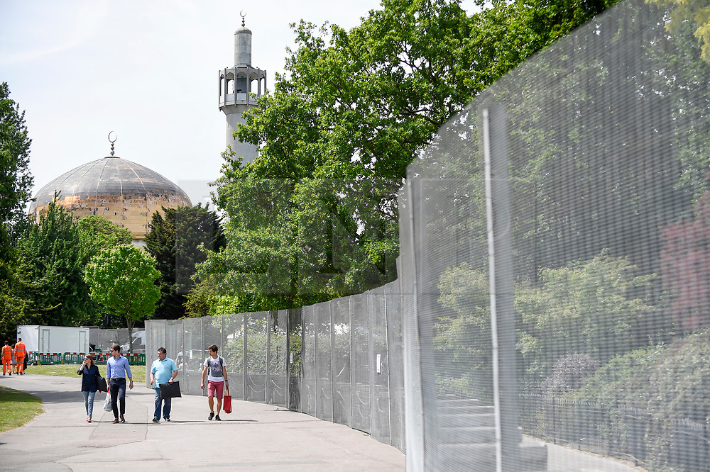 © Licensed to London News Pictures. 01/06/2019. LONDON, UK.  Regent's Park mosque is seen next to security fences which have been installed around Winfield House in Regent's Park ahead of the State Visit of President Donald Trump.  Winfield House is the residence of the Ambassador of the United States of America to the Court of St. James's and will host the US President during his visit.  Photo credit: Stephen Chung/LNP
