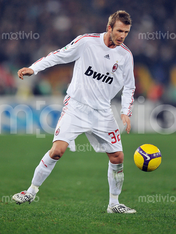 FUSSBALL INTERNATIONAL   SERIE A   SAISON 2008/2009   11.01.2009 AS Rom - AC Mailand David Beckham (AC Mailand) am Ball