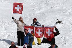 19.01.2013, Lauberhornabfahrt, Wengen, SUI, FIS Weltcup Ski Alpin, Abfahrt, Herren, im Bild Zuschauer verfolgen das Rennen beim Hundschopf // during mens downhillrace of FIS Ski Alpine World Cup at the Lauberhorn downhill course, Wengen, Switzerland on 2013/01/19. EXPA Pictures © 2013, PhotoCredit: EXPA/ Freshfocus/ Christian Pfander..***** ATTENTION - for AUT, SLO, CRO, SRB, BIH only *****