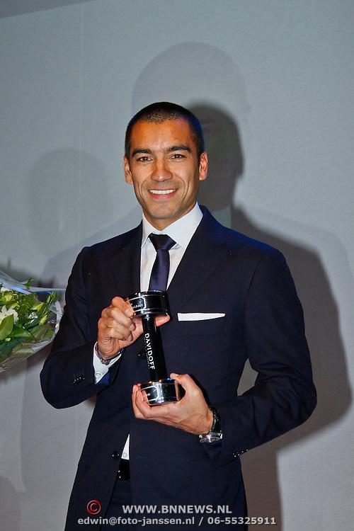 NLD/Amsterdam/20101115 - Life after Football lifestyle Fair 2010,  Giovanni van Bronckhorst met zijn prijs