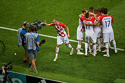 MOSCOW, RUSSIA - Sunday, July 15, 2018: Croatia's Ivan Perišić (#4) celebrates scoring the first equalising goal with team-mates during the FIFA World Cup Russia 2018 Final match between France and Croatia at the Luzhniki Stadium. (Pic by David Rawcliffe/Propaganda)