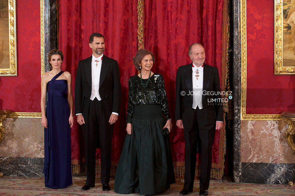 Spanish King Juan Carlos, Queen Sofia, Prince Felipe, and Princess Letizia attend the Gala Dinner with the Emir of the State of Qatar Sheikh Hamad bin Khalifa Al-Thani and his wife Sheikha Moza bint Nasser for lunch at Palacio Real in Madrid